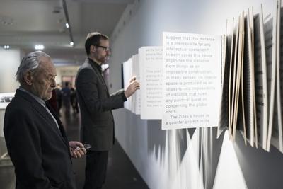 """Leopold Kaufmann bei der Eröffnung der Ausstellung """"Aristide Antonas   Protocols of Athens"""" 2016 im vai,"""