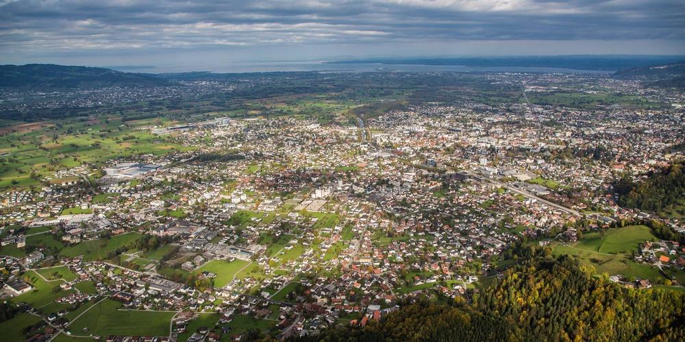 Stand der Zersiedelung im Rheintal, Luftbild von Dornbirn aus dem Jahr 2017.